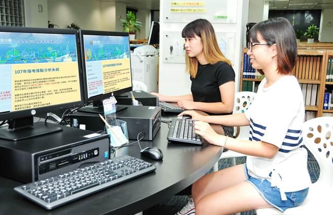 靜宜大學「107指考落點分析系統」,提供考生詳盡及精準分析,協助考生從自我目標中選擇升學志願。(陳世宗攝)