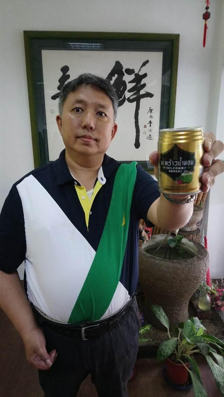 半天水總經理鄭融懋表示,「金香椰」主推250ml,方便女性、銀髮族與兒童一次飲用。(圖/曾麗芳)