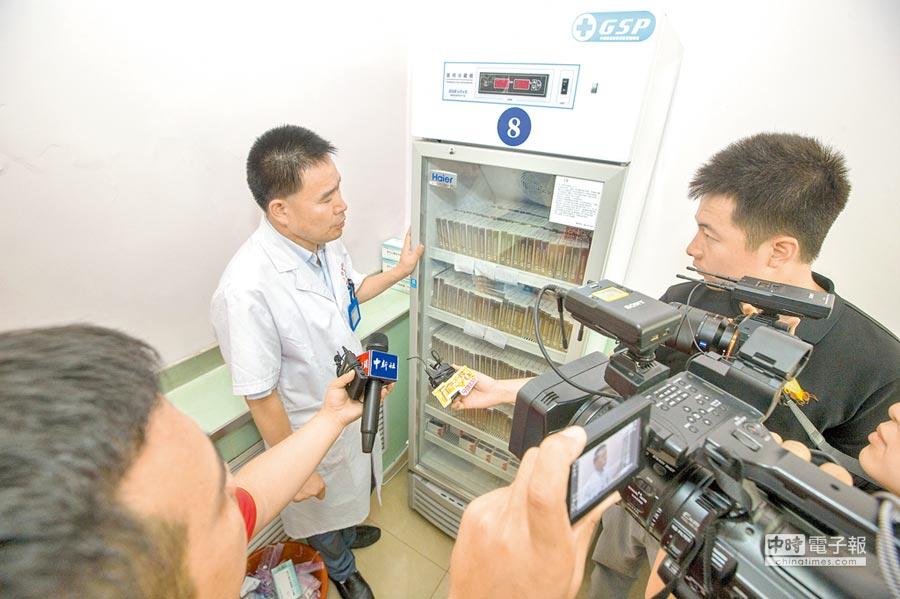 20日,針對長春長生生物科技違法違規疫苗事件,山西省疾病預防控制中心就狂犬病疫苗有關問題進行解答。(中新社)