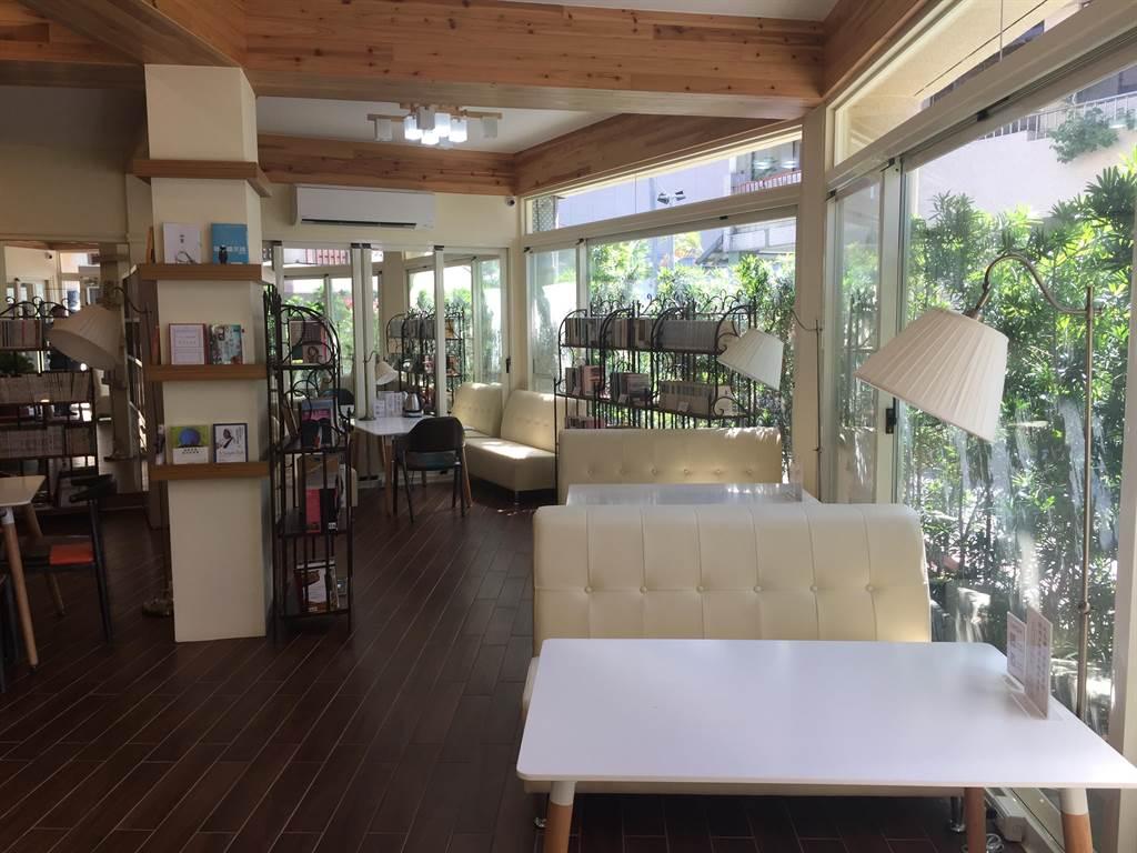 秀春書屋的環境十分雅致、舒適,是靜下心來看書的好地方。(胡健森攝)