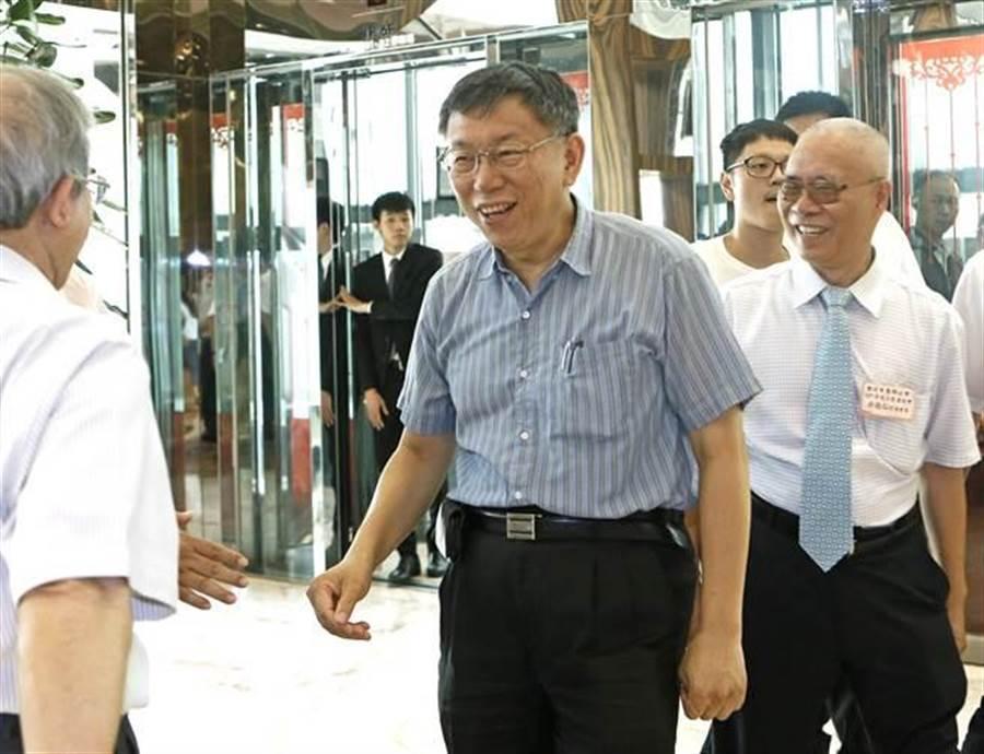 台北市長柯文哲(中)競選連任,推出第一階段群眾募資計畫。(張鎧乙攝)