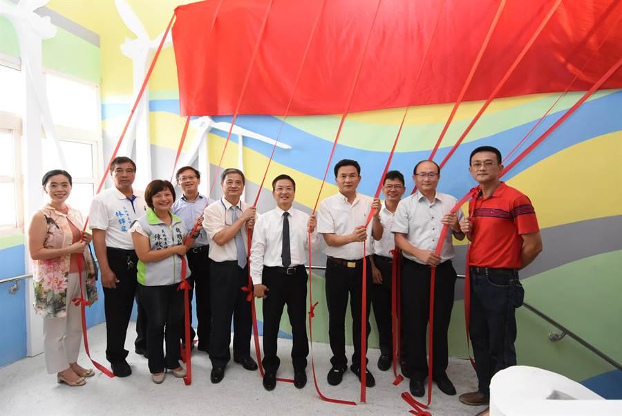 南彰化第一座「區域職業試探與體驗示範中心」上午在大同國中成立。(謝瓊雲攝)