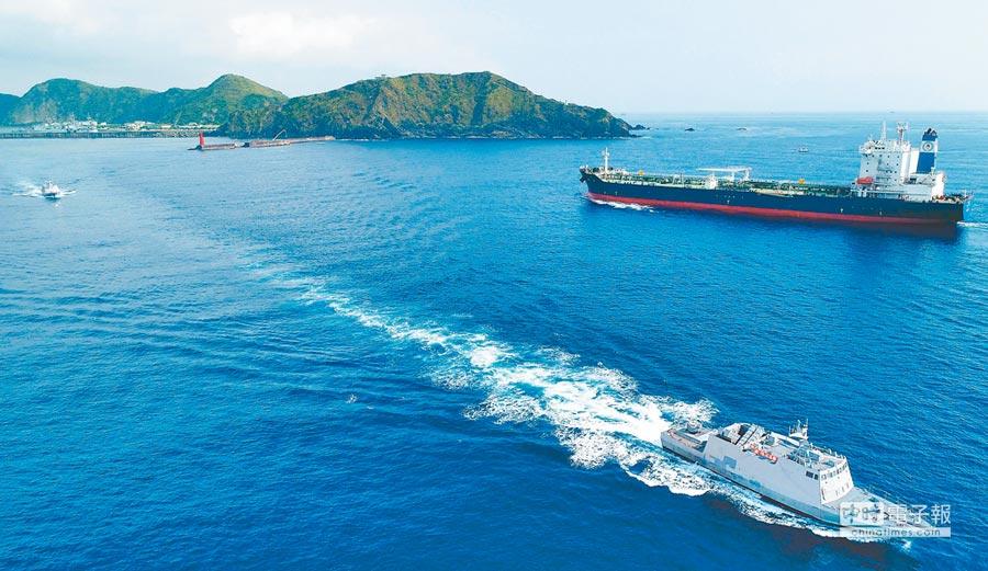 海軍光六快艇,在漢光34演習依令緊急出港,準備執行作戰課目演練。(軍聞社)