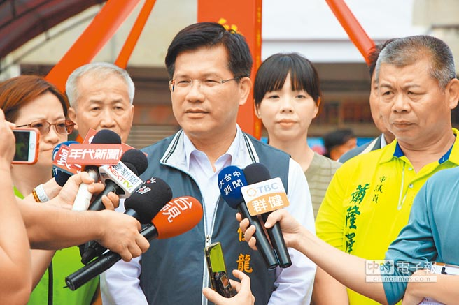 東亞青運遭停辦,台中市長林佳龍(前中)26日重申遺憾與抗議,並表示將提出申復。(中央社)