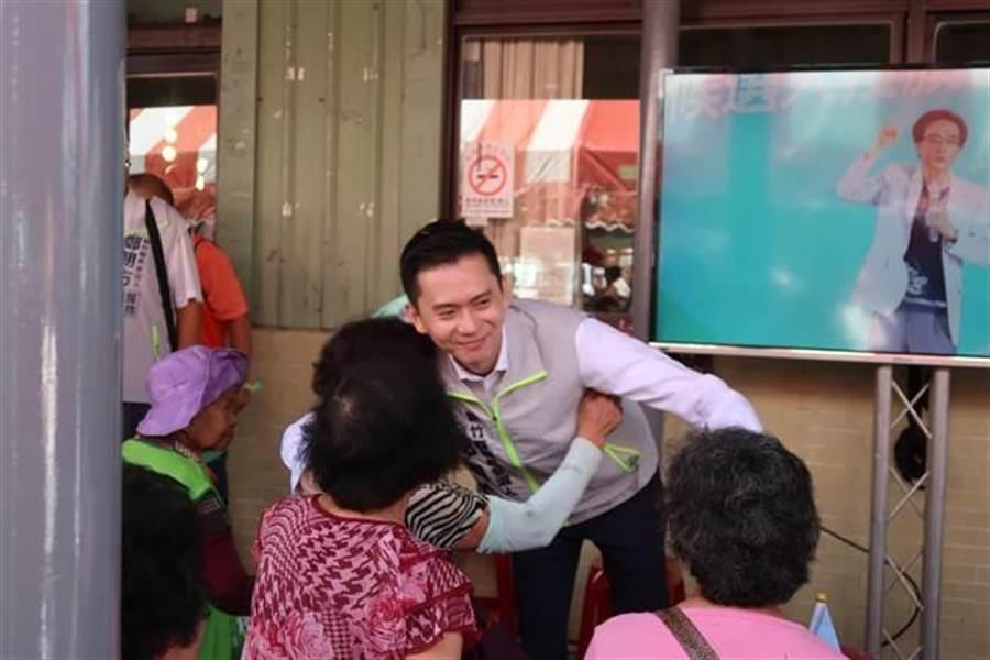 新竹縣被民進黨中央與選對會視為「有希望勝選」的艱困選區,今天身兼黨主席的蔡英文總統的輔選列車,首站就選在新竹縣。(曾薏蘋攝)