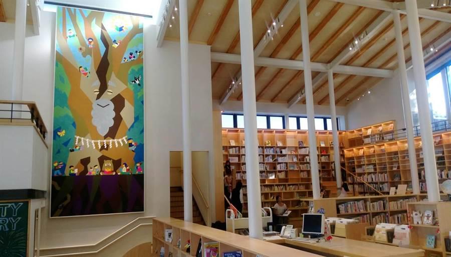 兒童圖書館活潑的空間設計。(張佩芬攝)