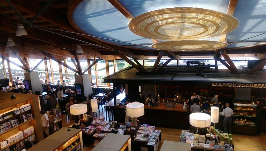 蔦屋書店與星巴克和圖書館做最佳結合。(張佩芬攝)