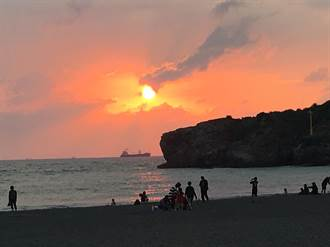 旗津沙灘中年婦疑溺水 發現已無呼吸心跳