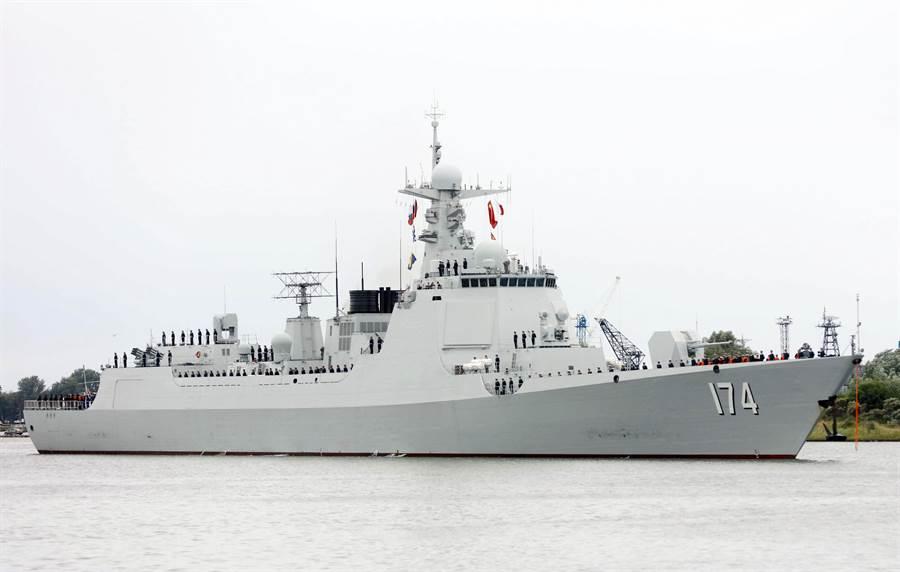 圖為抵達俄羅斯參加聯合演習的中共海軍052D型導彈驅逐艦合肥艦。(圖/中新社)