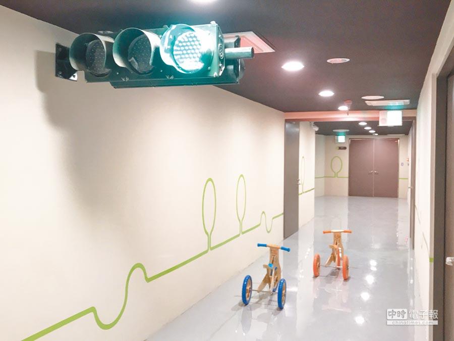 即將開放體驗的新竹市第2座親子館「香山區親子館,設施包括有趣又可學習交通安全知識的迷你版滑步車道。(陳育賢攝)