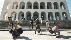 時尚品牌首款舞蹈大賽!「F is for Funk」時髦的戰鬥