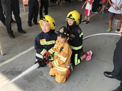小小學童消防隊體驗 直呼長大要當消防員