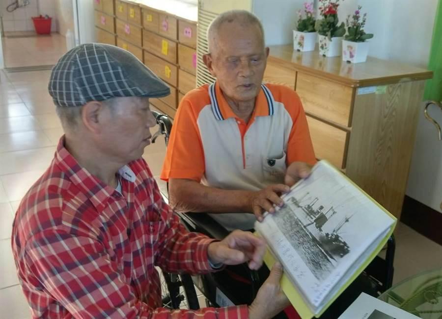 91歲楊天富(右),曾參與二戰巴士海峽海戰,他當時是輪機員,今年初接受文史工作者念吉成(左)採集史料、憶當年,不料21日突然因病逝世,為台灣近代史留下一頁遺憾。(念吉成提供)