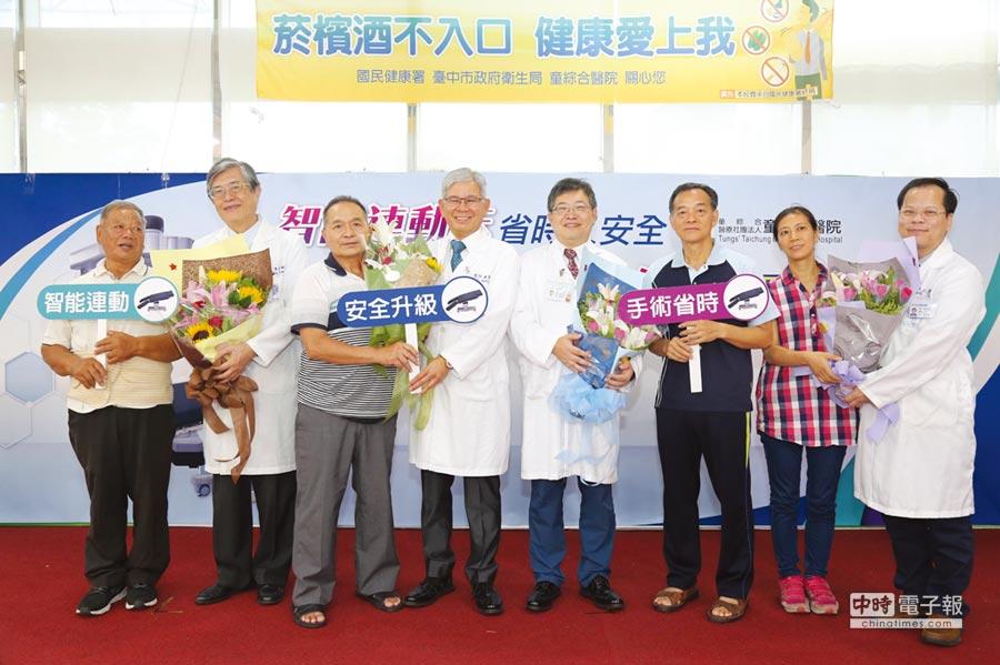 童綜合醫院為全台第一家醫院使用智能連動床,在全亞洲僅次於韓國、日本,日前邀請進行手術的患者一同見證醫療成果,藉此表達對醫療團隊的感恩之情。圖/王妙琴