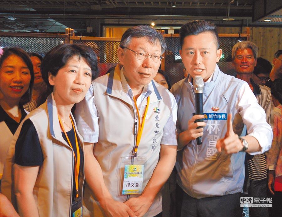 台北市長柯文哲夫婦29日參觀新竹300博覽會,全程由新竹市長林智堅(右一)親自導覽,柯文哲(中)夫婦對新竹的改變感到驚奇與讚嘆。(陳育賢攝)
