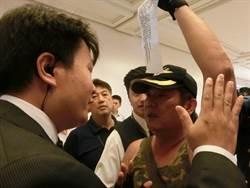 蔡英文參訪奇美博物館 退伍軍人近距離抗議訴求要尊嚴