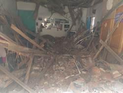 險象環生 屋主在家天花板突然崩塌