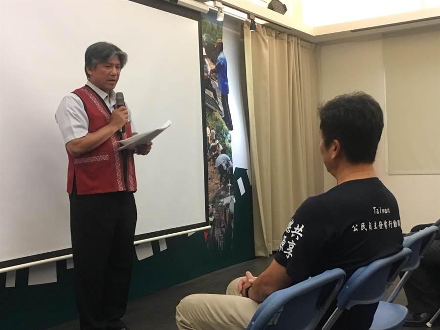原住民族委員會副主委汪明輝表示,感謝台南社大、義美、悠遊卡公司的幫助,讓部落朋友有電可用。(李宜秦攝)
