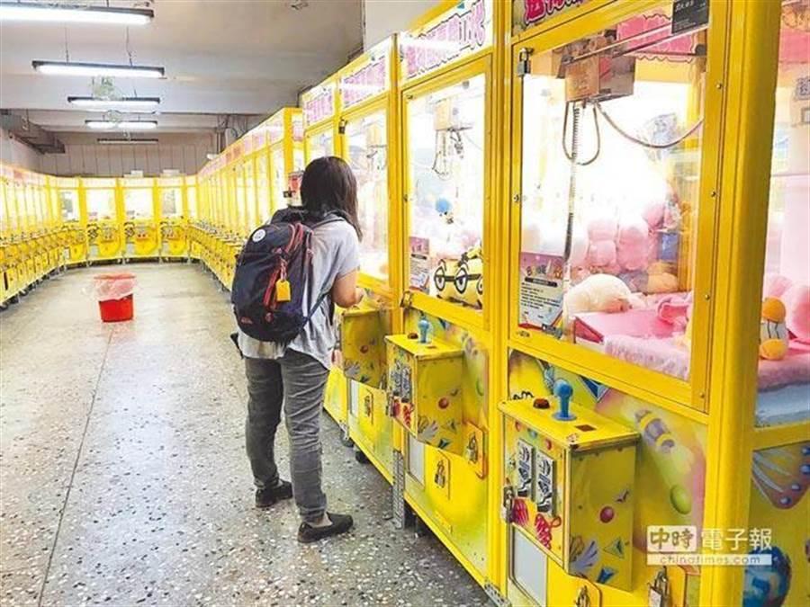 依照財政部的數字,5年前全台夾娃娃店只有169家,2年前增為920家,今年已有3600家;依照業者的估計,全台已有超過1萬家;此為示意圖。(中時報系資料照片)