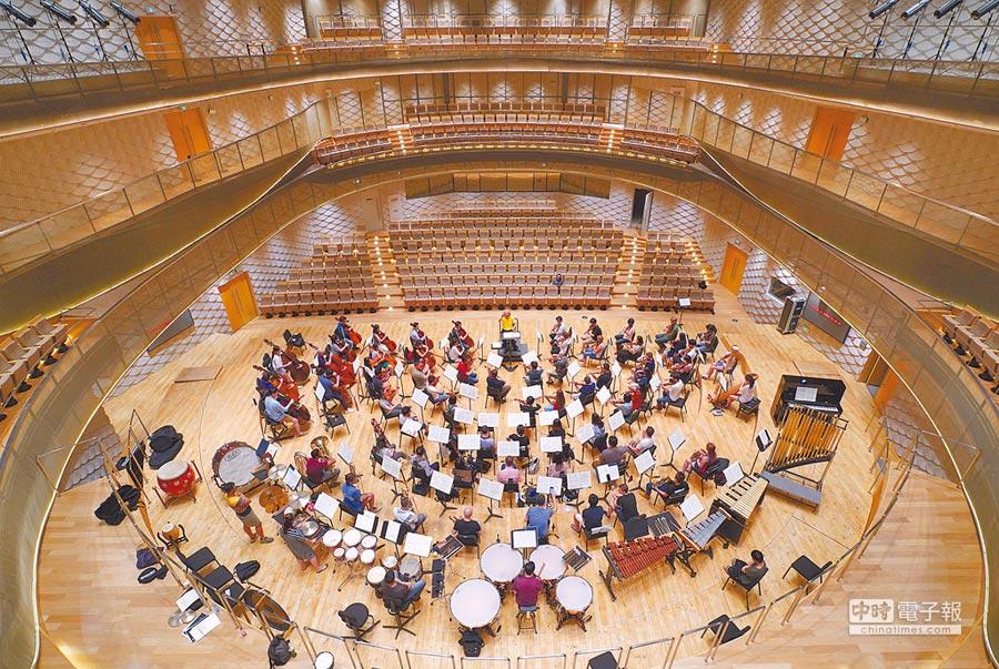 蘇州交響樂團駐團地金雞湖音樂廳讓樂團有常態性練兵之地,演奏水準日益提升。(牛耳提供)