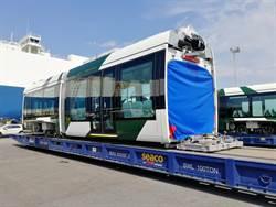 高雄輕軌二階車輛完成出廠測試 啟運來台