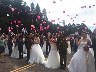陸軍聯合婚禮百對新人攜手走紅毯