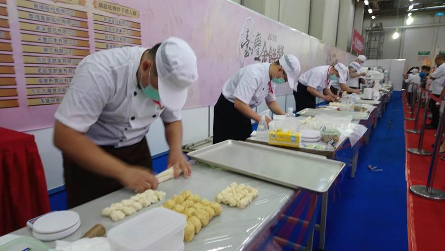 「台灣金餅獎糕餅競賽」今日在會場進行中。(圖/曾麗芳)