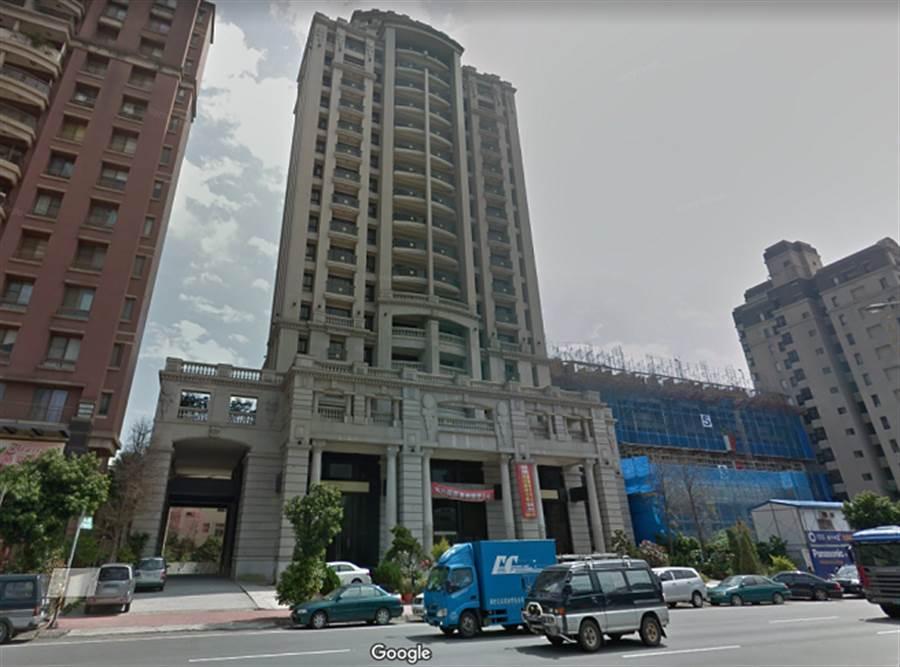 竹北市整棟豪宅「富豪至尊」多次金拍失利。(圖/翻攝Google map)