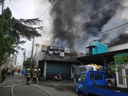 台中鐵皮屋大火 濃煙竄天一名男子受傷
