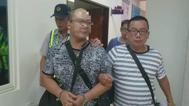 45歲林姓汽車大盜,屢屢打破車窗竊取車內財物,犯案遍及大台北地區,遭龜山警逮捕。(蔡依珍翻攝)