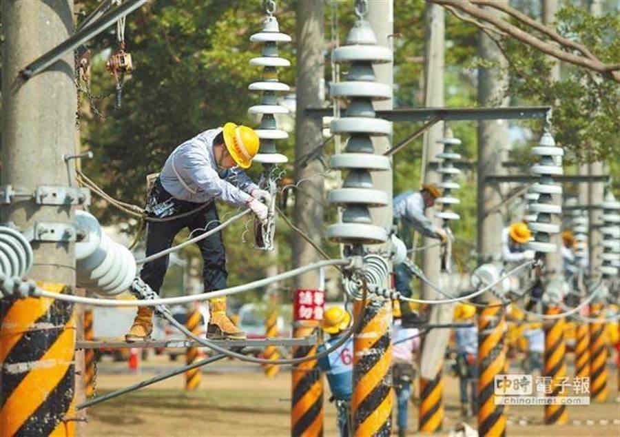 今年5月間苗栗爆7萬戶今年最大規模停電。(資料照 王錦河攝)