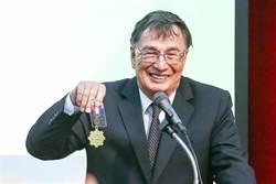 台加推手劉力學獲貢獻獎章 渴望54年取身分證終實現
