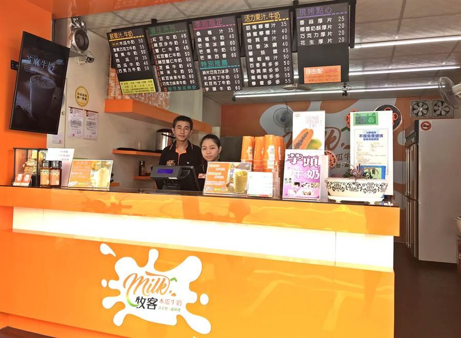 ▲牧客木瓜牛奶南投埔里旗鑑店高雅的店面設計。(楊樹煌攝)