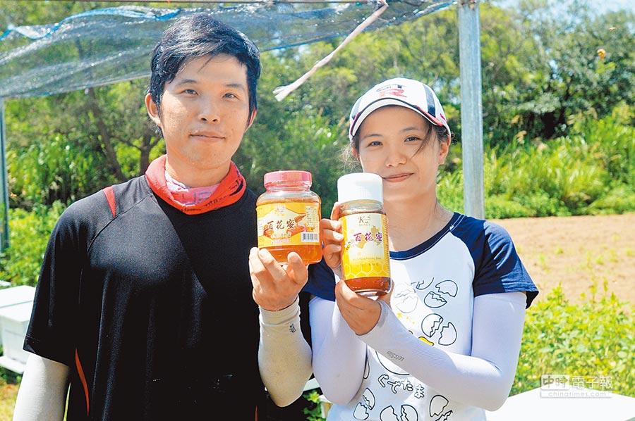 翁慶佑與另一半莊若琴在「做中學、學中做」過程,用心打造自有品牌。(李金生攝)