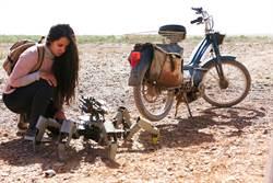 沙漠拍片熱過頭 「紅娘機器人」當機