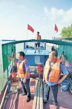 守護生態 13名漁夫變身江豚保鑣