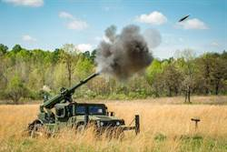 悍馬車載榴彈砲 3分鐘即可部署