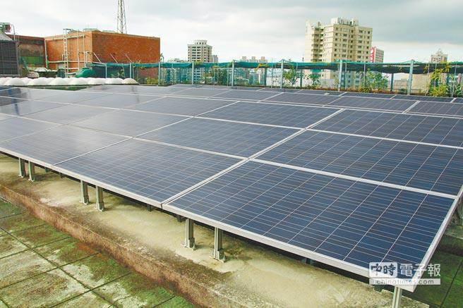 財信傳媒董事長謝金河表示,張秉衡的掛冠求去,代表著太陽能產業從當紅的明日產業走了10年後,只能用「臉色慘白」來形容。(中時資料照)