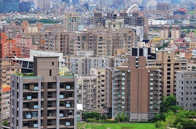 房價已向下修正4年,但因跌幅緩慢,多數買家近乎無感。(資料照)