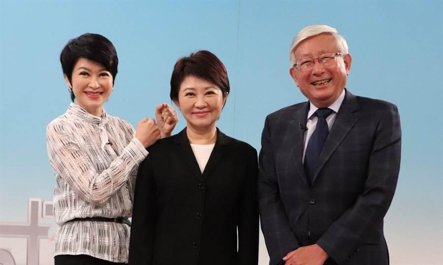 盧秀燕和盧秀芳及搭檔曹景行三人將在11日「雙城記」節目中同台。(中天電視提供)