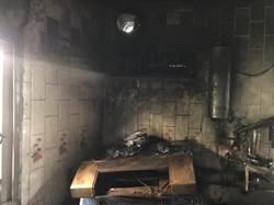 疑炊事不慎燒毀廚房 布袋8旬獨居老人嗆傷送醫