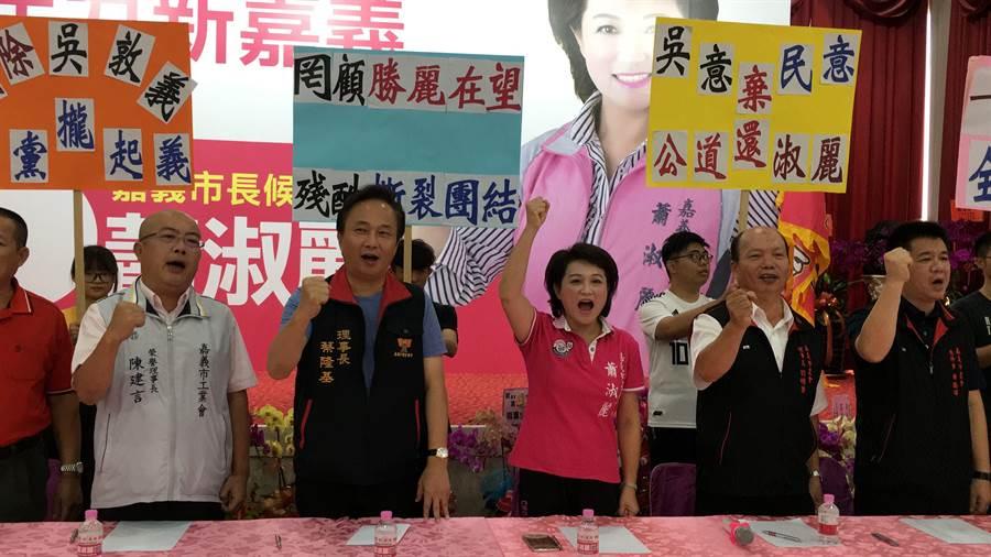 嘉義市議長蕭淑麗的重要輔選幹部發表退黨聲明。(廖素慧攝)