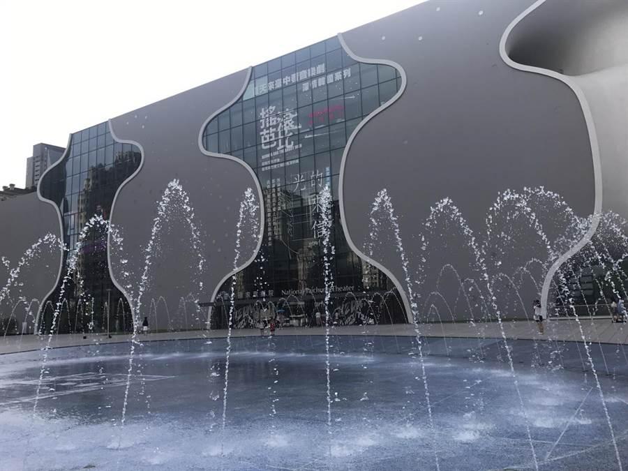 從惠來停車場旁騎iBike出發,快速到達台中國家歌劇院。(盧金足攝)