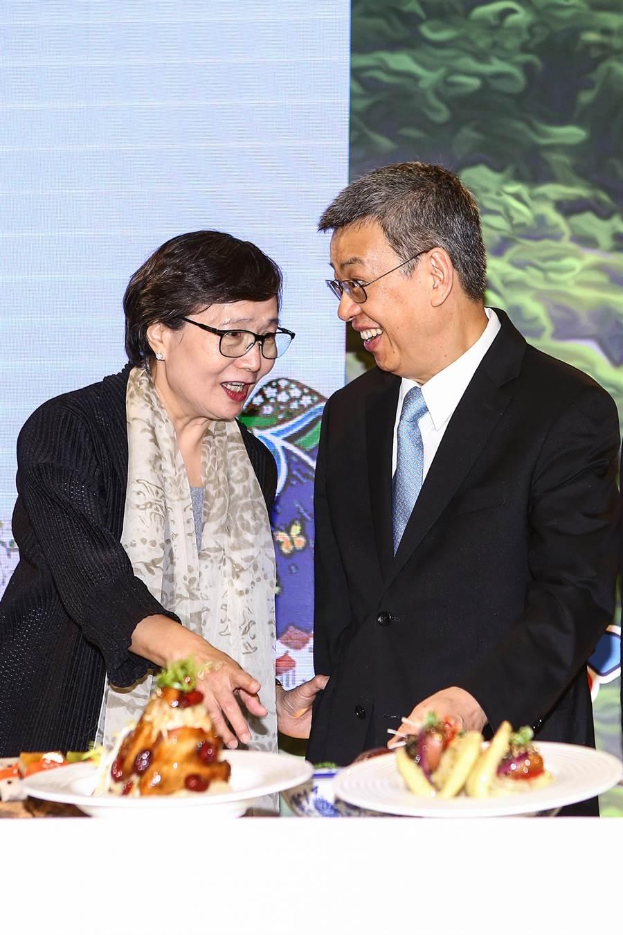 2018台灣美食展10起至13日,在台北世貿一館隆重登場,打造5大展區、21個主題館,副總統陳建仁(右)與台灣觀光協會長葉菊蘭(左)等人均出席。(鄧博仁攝)