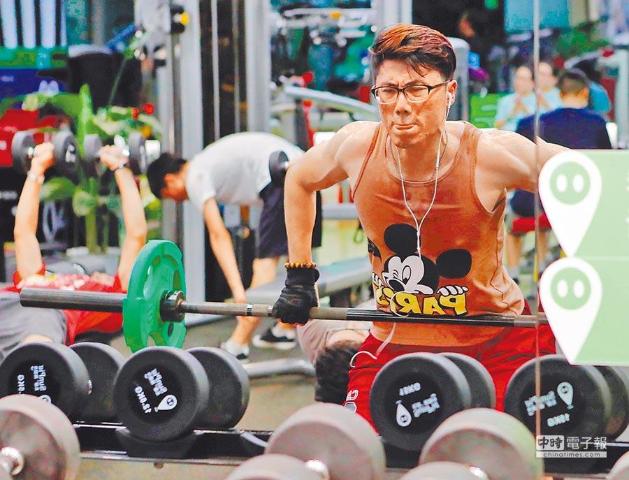 上海民眾在健身房鍛煉身體。(中新社資料照片)