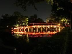 國際燈光大師周鍊再造台中公園光環境 七夕浪漫點燈