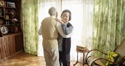 90歲高振鵬解尿「卡卡」   《水槍》樂當梅芳綠葉