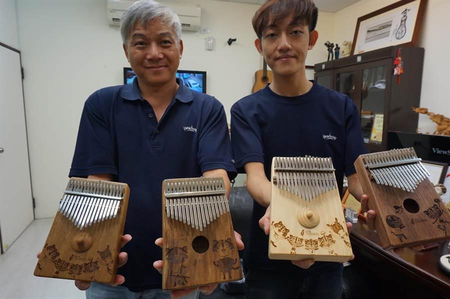 卡林巴琴又稱拇指鋼琴,音樂城市工廠推出「石虎」雷射雕刻,首批限量1千組。(王文吉攝)