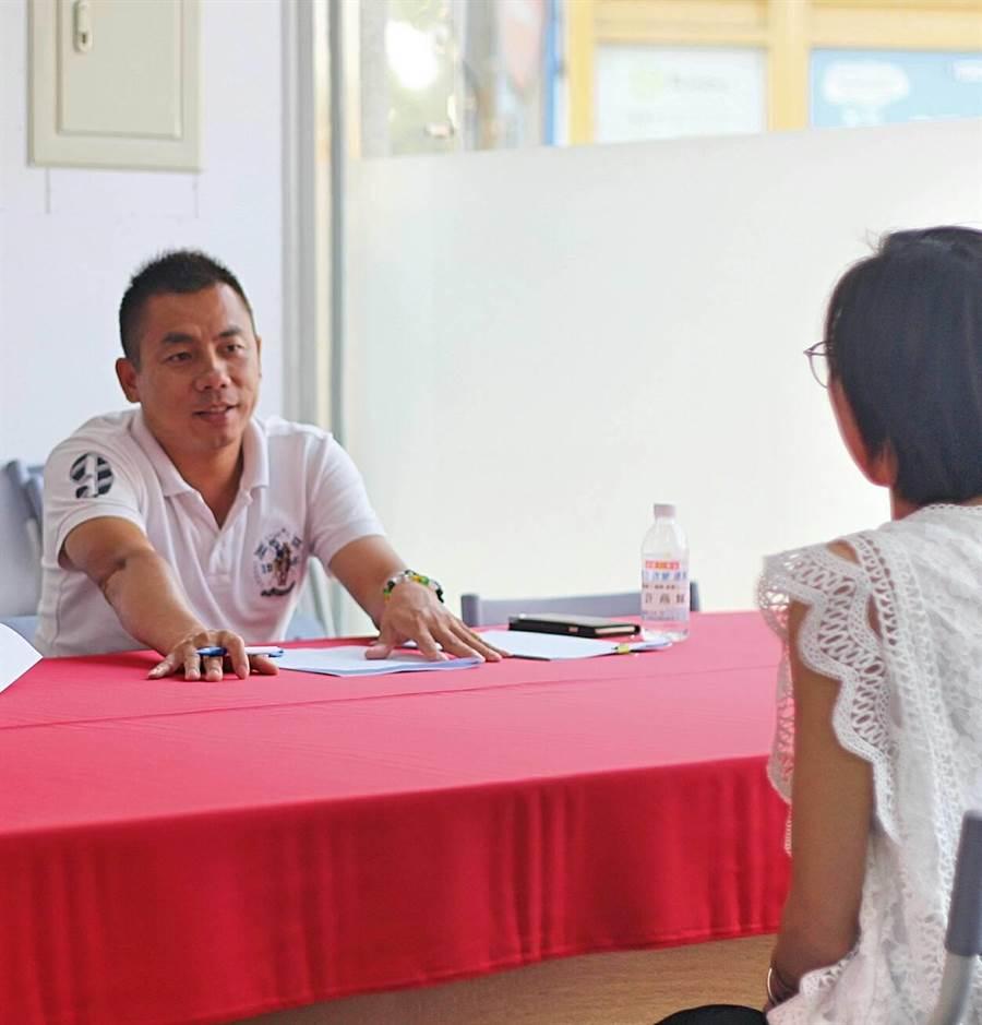 金城鎮長參選人許燕輝今(12)日透過「海選」組織競選總部戰鬥團隊,寫下金門選舉史上的紀錄。(許燕輝總部提供)