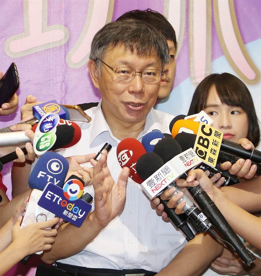 台北市長柯文哲12日參加「2018貓空七夕情人封茶趣」活動,柯文哲受訪時表示,「兩岸一家親」還是現階段的基調,因為這不涉及政治,在文化、經濟交流及城市交流層面。(圖/陳怡誠攝)